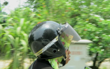 Style - helmet on the back of the head