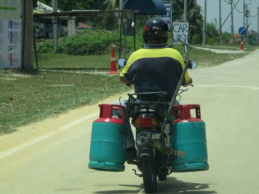 Transporting gas bottles